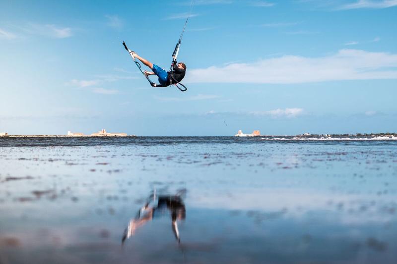 kitesurf-nosegrab-frontroll
